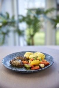 Braiseret svinekæber m/ kartofler og grønt, MAD til hver DAG